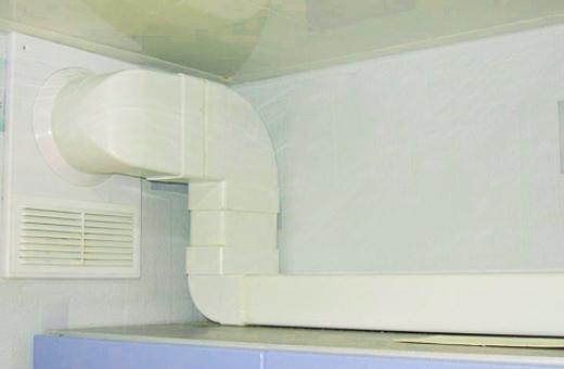 Воздуховод из пластика или металла монтируется при помощи дополнительных элементов