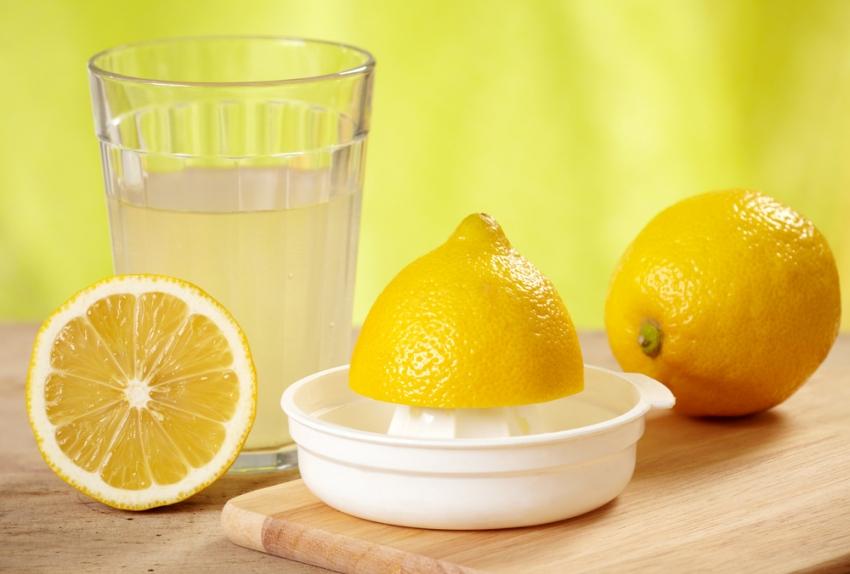 Лимонный сок отлично справляется с накипью