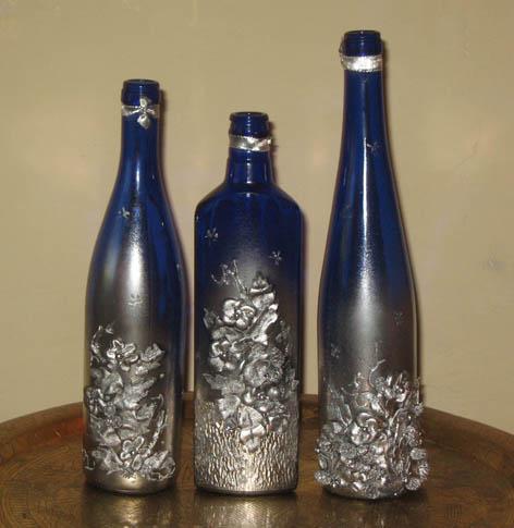 Декоративные бутылки прекрасно подойдут для кухни в стиле хай-тек