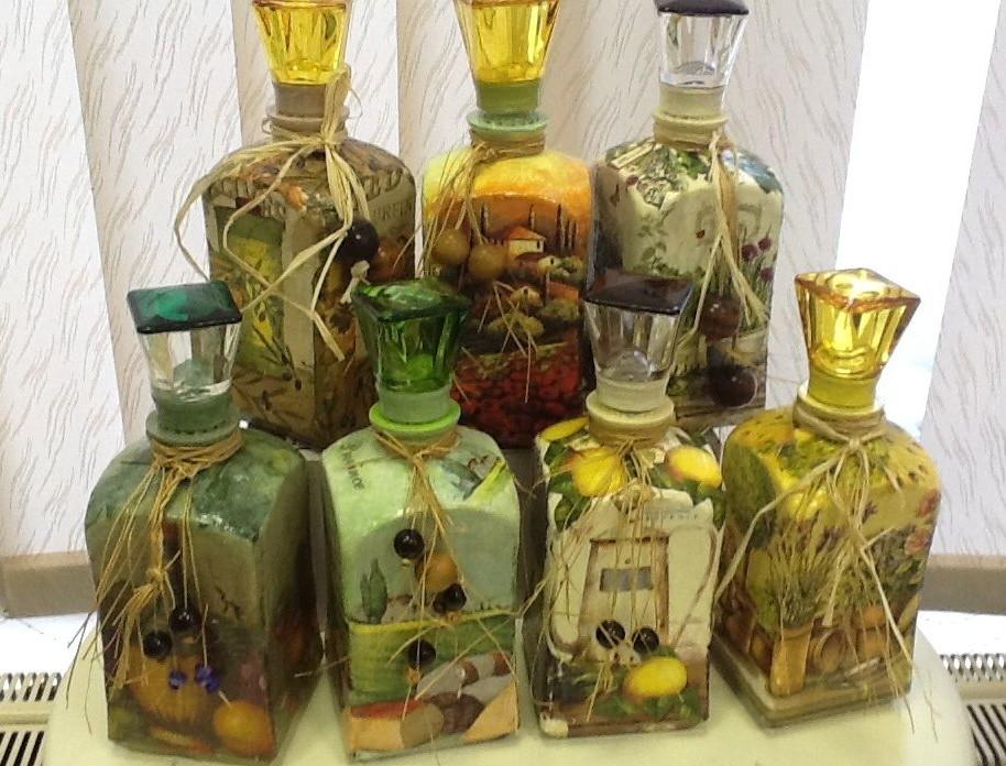 Декорированные бутылки - оригинальное украшение для кухни