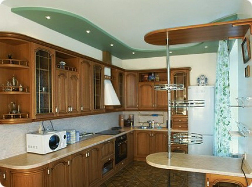 Двухуровневые потолки оригинальны и удобны.