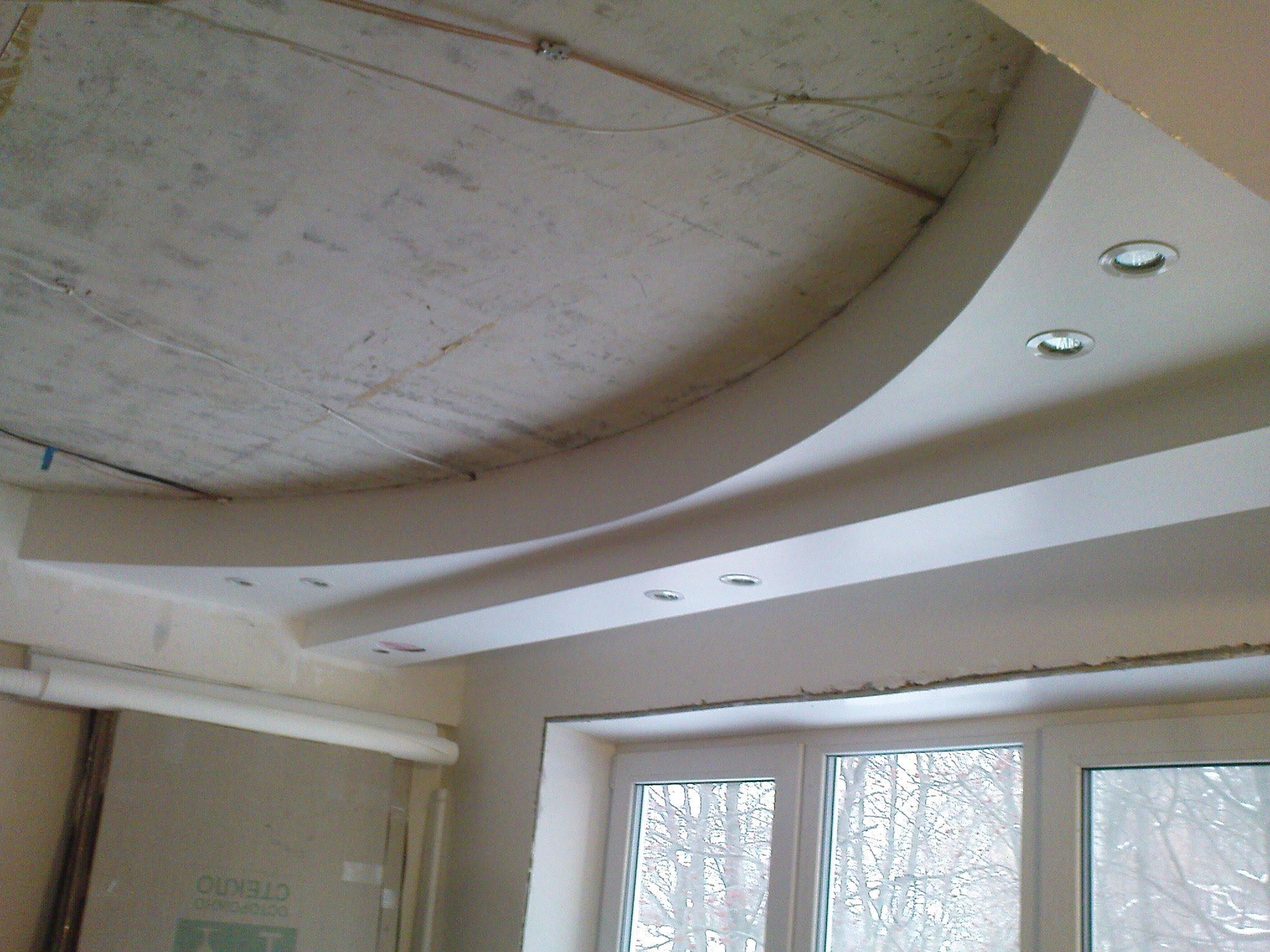 Двухуровневый потолок на кухню со встроенными светильниками