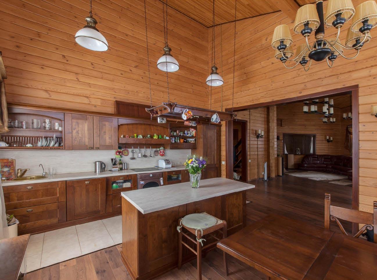 Натуральный материал для отделки кухни - деревянная вагонка.