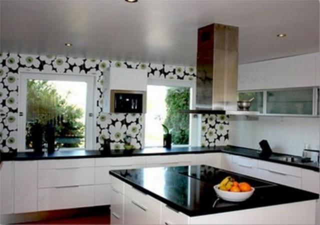 Современные отделочные материалы позволяют реализовать практически любой дизайн кухни.