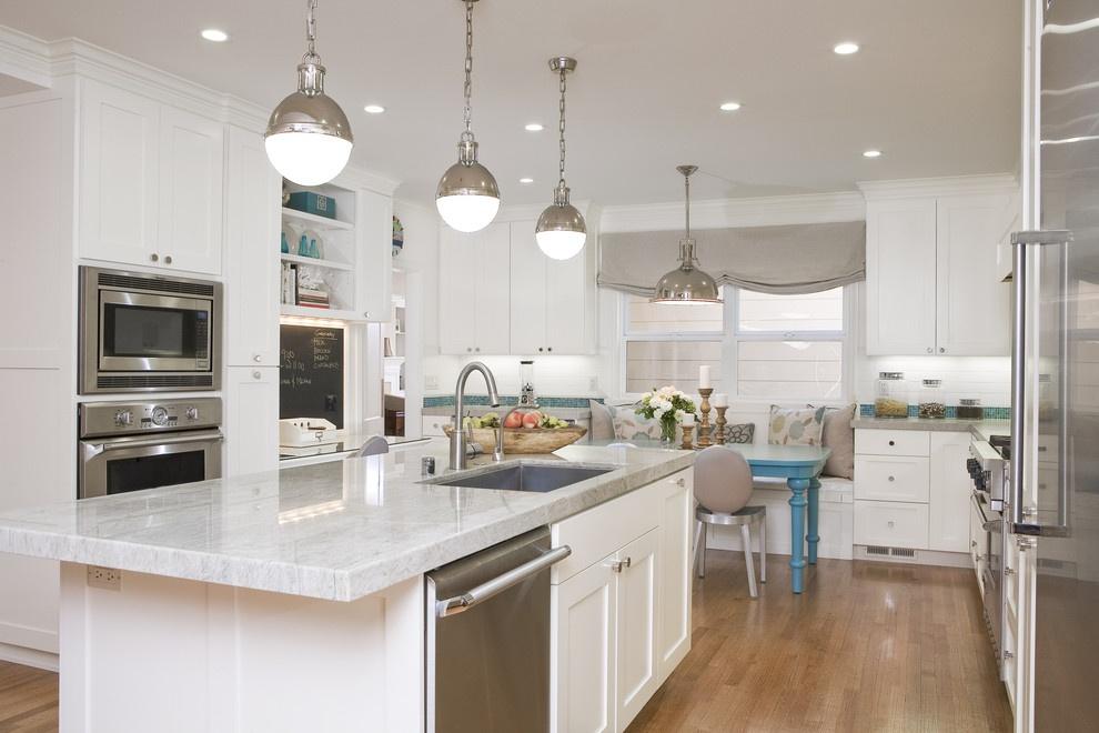 Источники освещения рекомендуется размещать над функциональными зонами кухни
