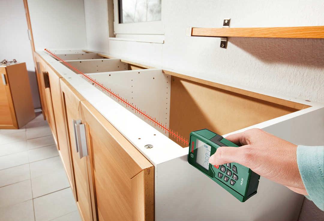 Лазерная рулетка для измерения расстояний, вычисления площадей и объемов - незаменимый помощник.