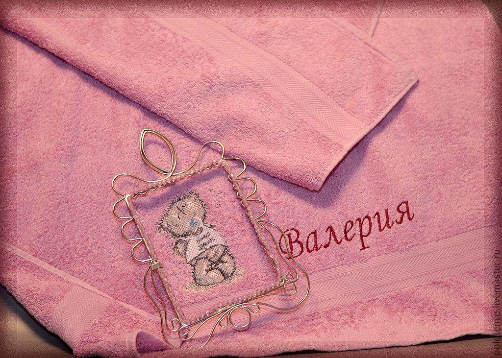 Полотенце, вышитое собственноручно – прекрасный подарок близкому родственнику.