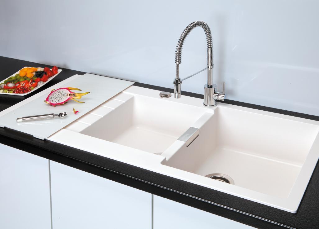 Смеситель для кухни с душем – полезное и очень практичное приспособление.