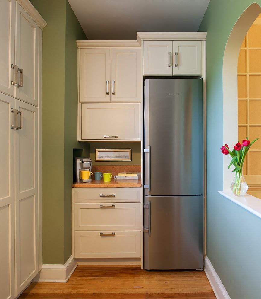 Правильно расположить холодильник на кухне бывает не очень просто