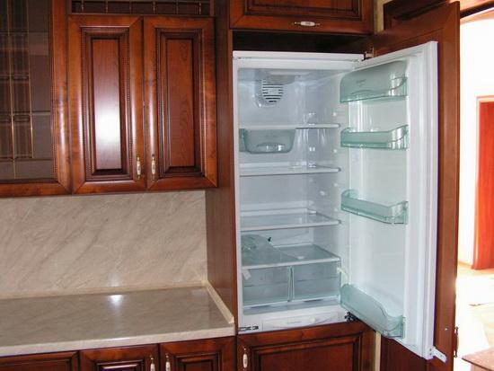 Как встроить холодильник в кухню