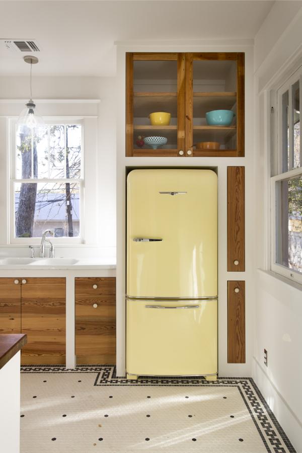 Холодильник установленный в нишу