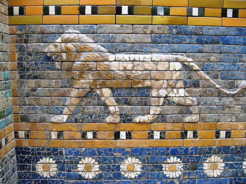 Древние мастера создавали картины в частях керамических изделий