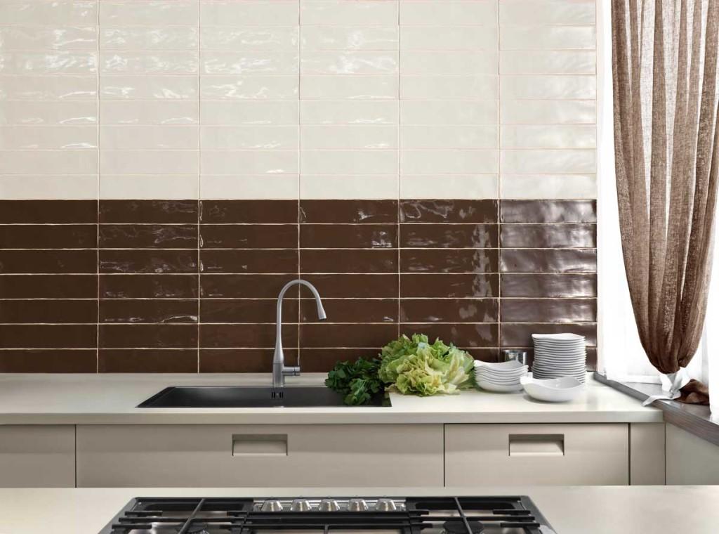 Глазурованная керамика в отделке рабочей зоны кухни дополнит любой интерьер
