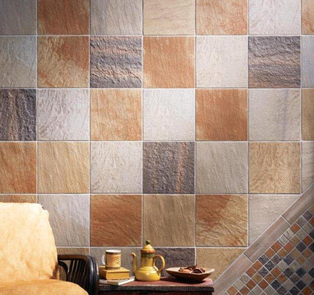 Матовая неглазурованная плитка на стенах кухни