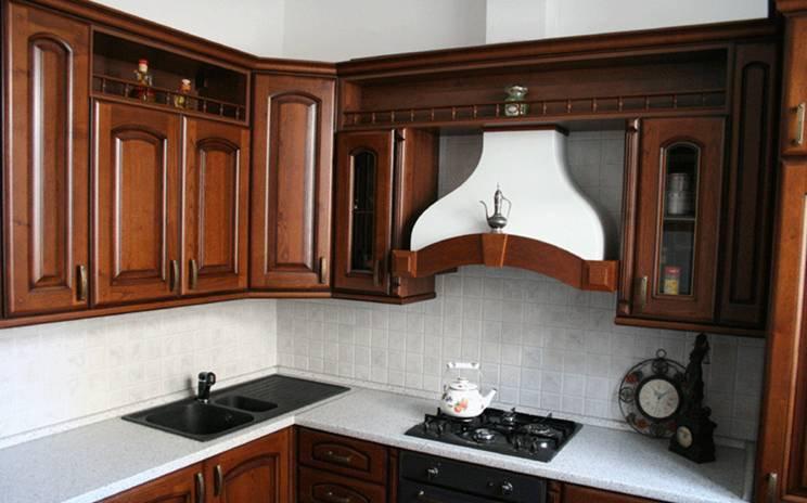 Вытяжка на кухне может быть очень органично вписана