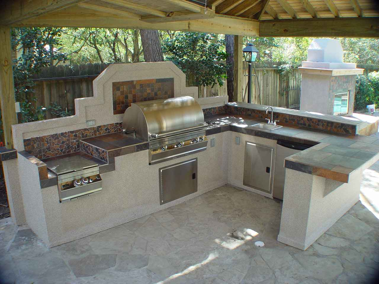 Кухня с печью жаровней