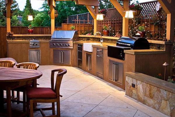 Летняя кухня позволит быть ближе к природе.