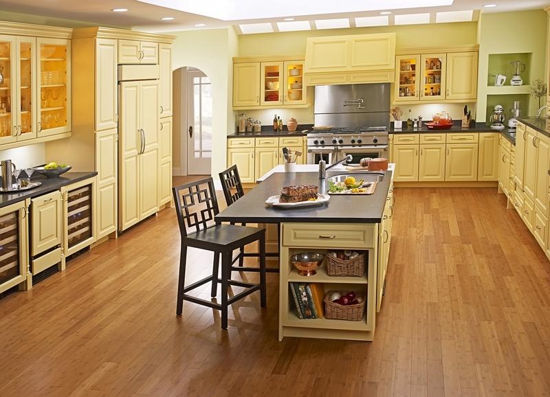 Ламинат по всему полу кухни