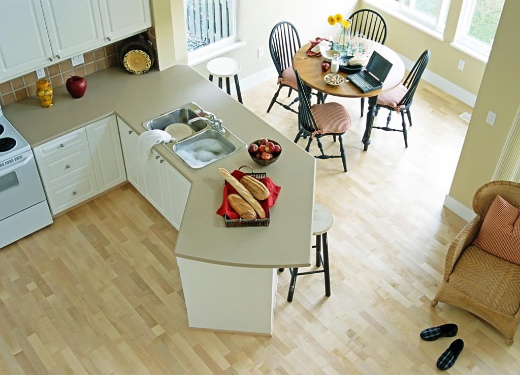 Кухня, застеленная ламинатом