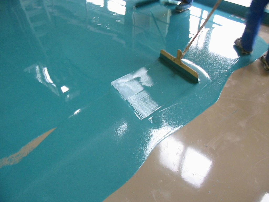 Выравнивание компонента наливного пола на поверхности