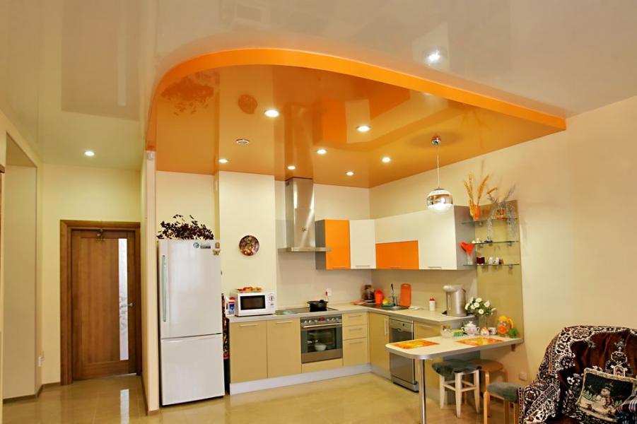 Подвесной потолок визуально отделит рабочую зону кухни