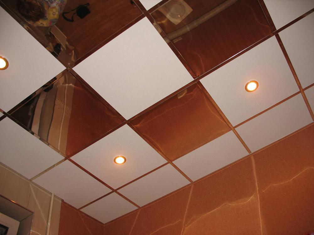 Кассетный подвесной потолок на кухне дополнит любой интерьер