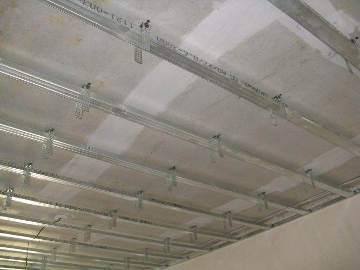 Монтаж металлического профиля для гипсокартонных потолков