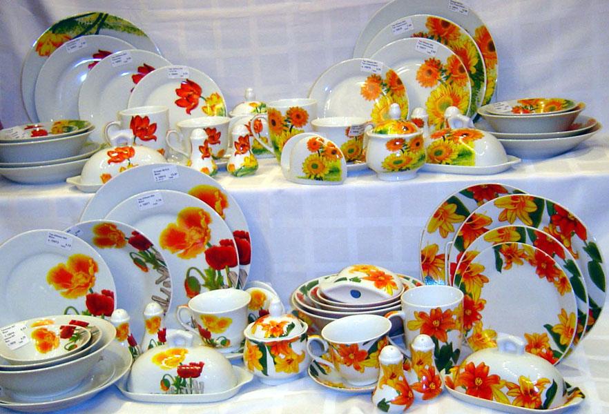 Современная керамическая промышленность предлагает различные формы тарелок.