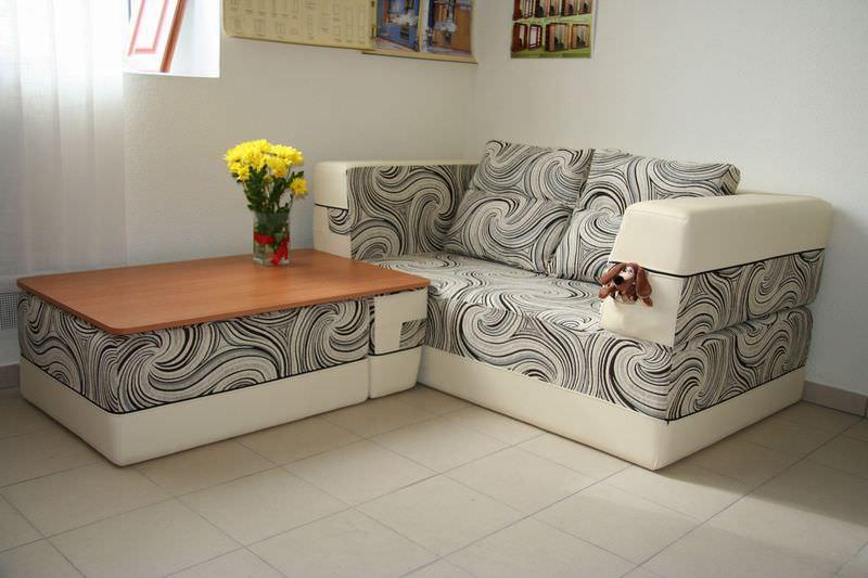 Раскладной диван на кухне может оказаться очень практичным решением