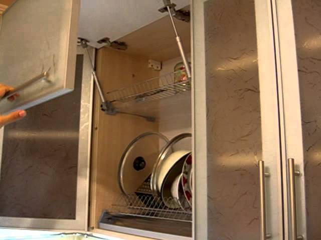 Для вертикально открывающихся шкафов их снабжают газлифтом
