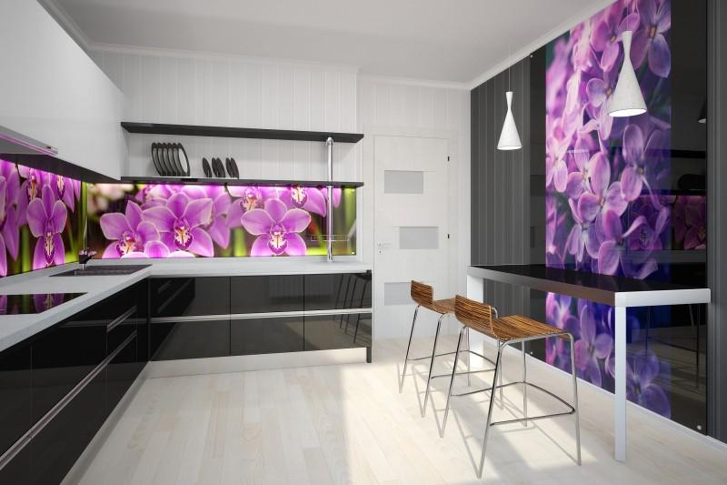 Лучшим вариантом оформления кухни является закаленное стекло.