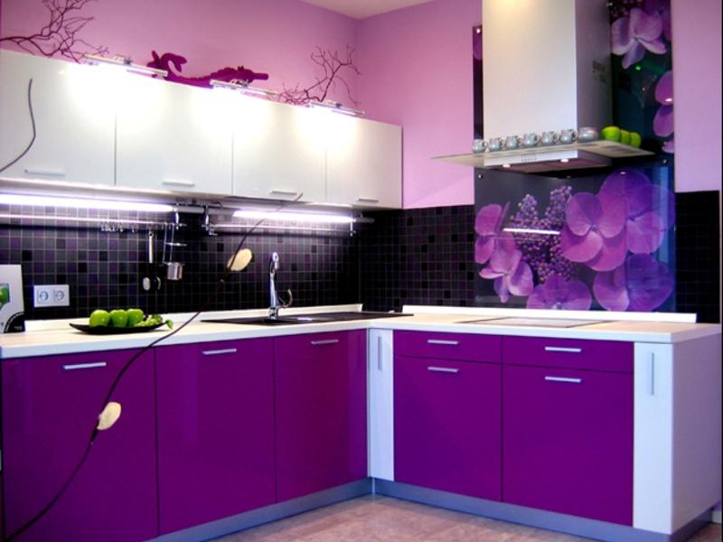 Контраст цветов в интерьере кухни