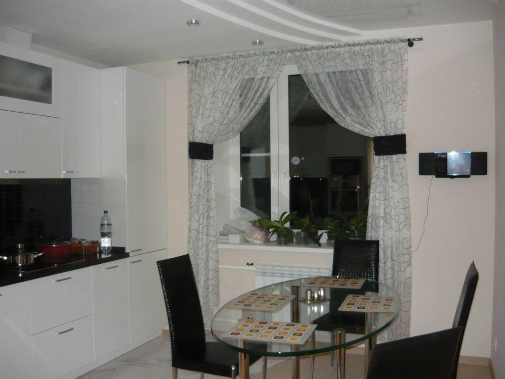 Шторы для кухни, подобранные в соответствии со стилем интерьера.