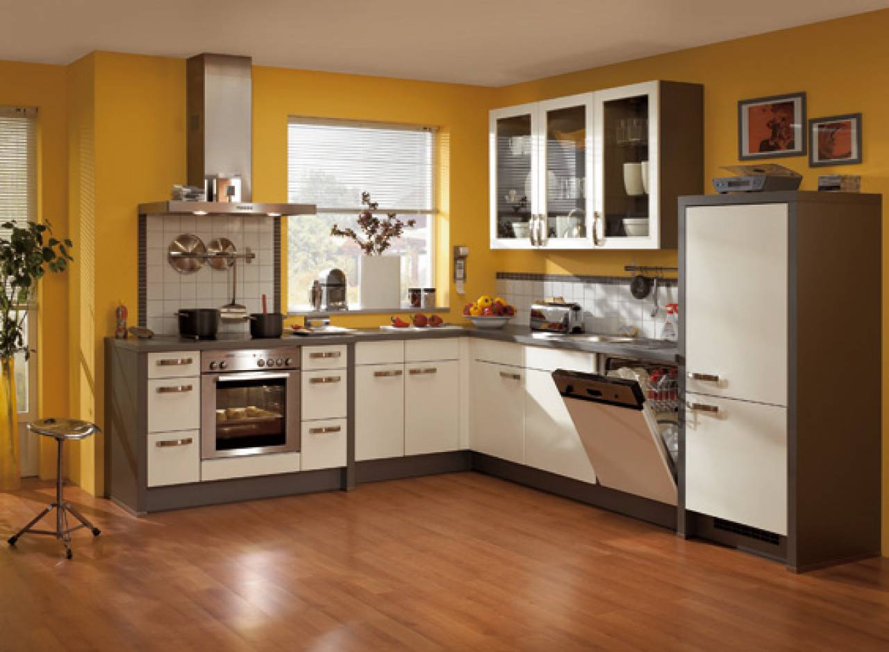 Компактная и многофункциональная кухня в стиле модерн