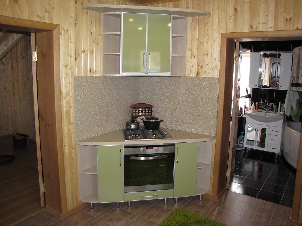 Дизайн кухни в частном маленьком доме фото