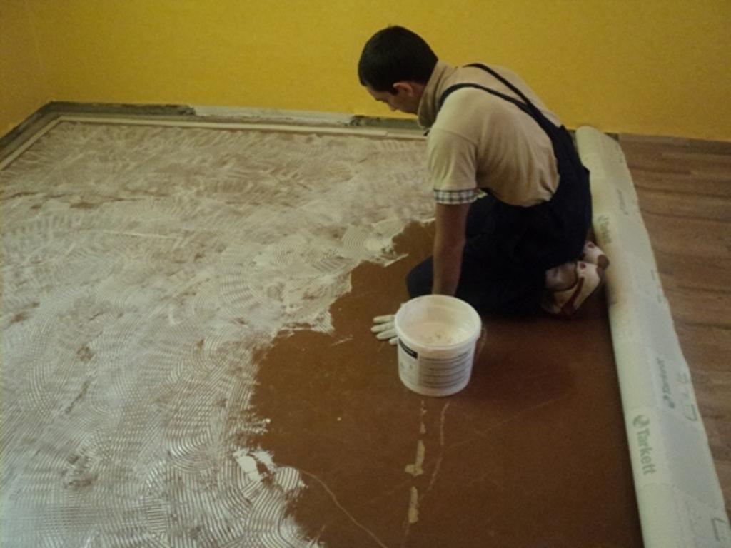 Постелить линолеум своими руками на бетонный пол
