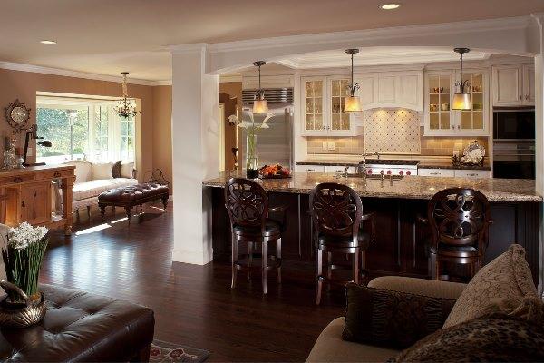 Кухня-студия имеющая общий дизайн с гостиной