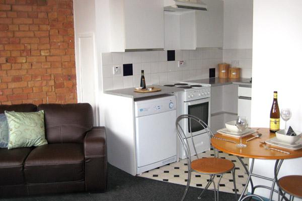 Малогабаритная кухня, совмещённая с комнатой