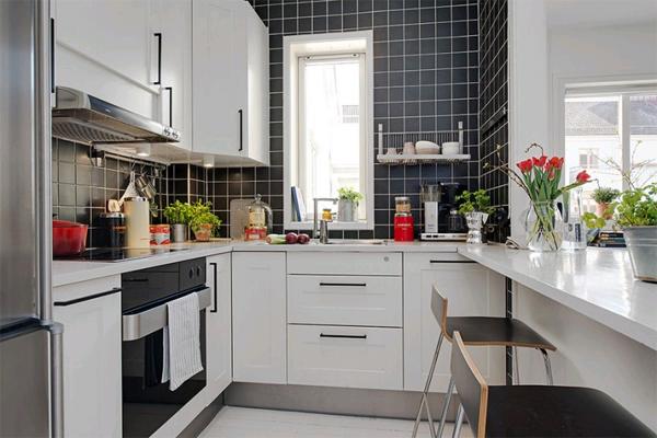 Малогабаритная чёрно-белая кухня