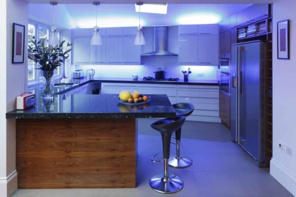 Подсветка кухни светодиоидом синего цвета
