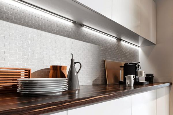 LED-подсветка рабочего стола на кухне
