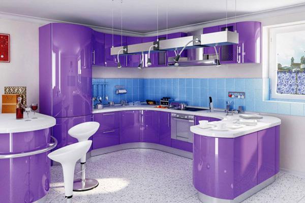 Сиреневая кухня П-образной формы