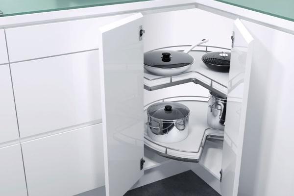 Полка-карусель в кухонном гарнитуре