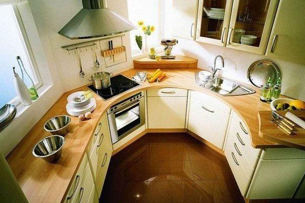 Обстановка маленькой кухни полукругом