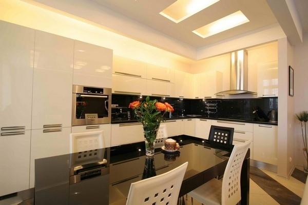 Красивый дизайн кухни-столовой