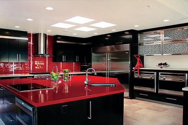 Современный дизайн кухни красно-чёрного цвета