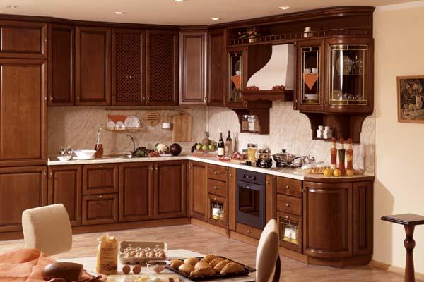 Классическая деревянная кухня-столовая