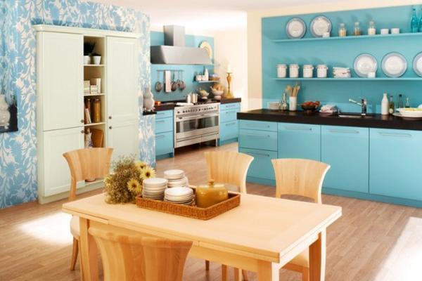 Уютная кухня в голубых тонах