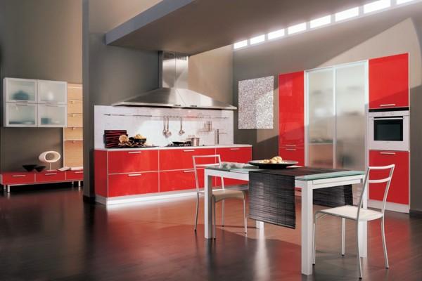 Красно-серая расцветка кухни-столовой