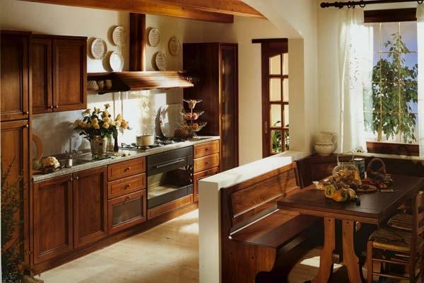 Кухня-столовая из массива липы